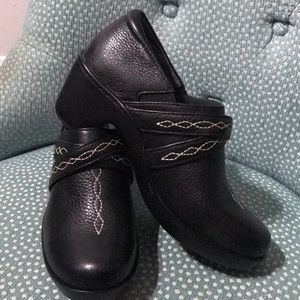 Ariat Leather Embroidered Clogs Shoes 7 NEW